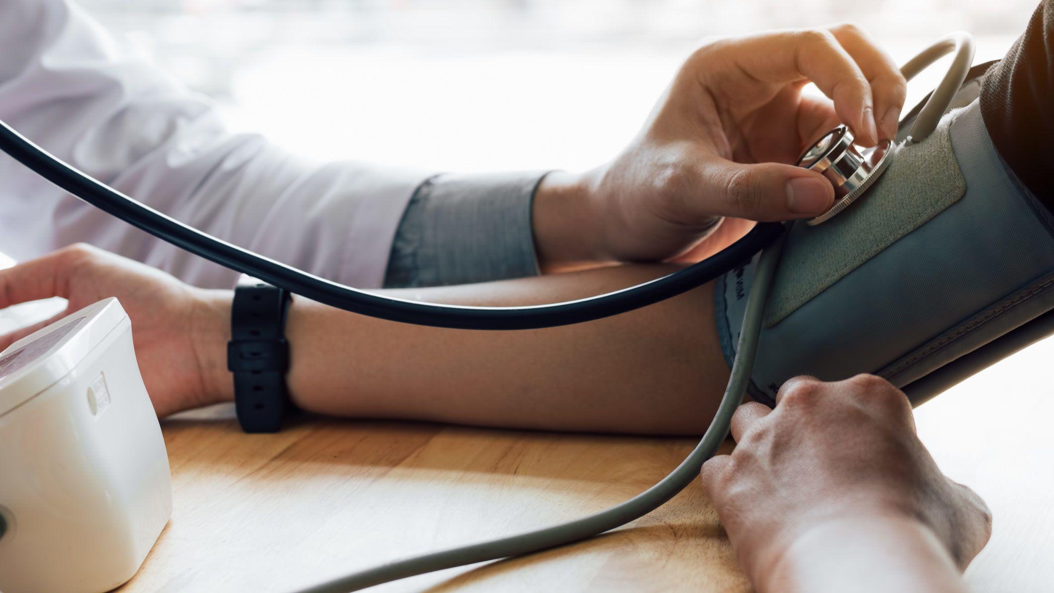 miért halt meg magas vérnyomásban