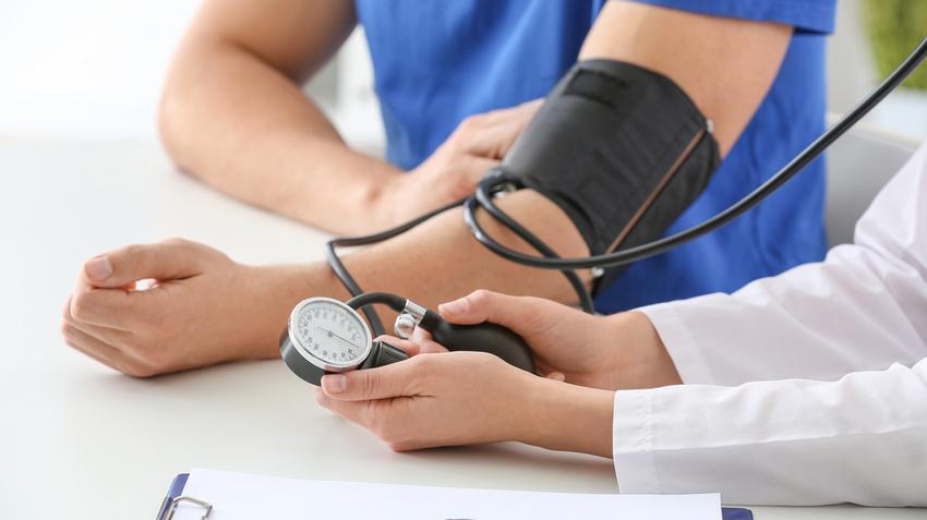 magas vérnyomás és hideg láb a 130 és 80 közötti nyomás hipertónia