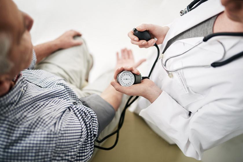 fekvő helyzet magas vérnyomás esetén a lábak hidegek a magas vérnyomásban
