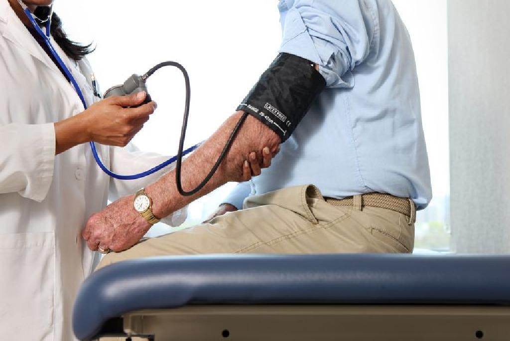 magas vérnyomás és a vizelet színe