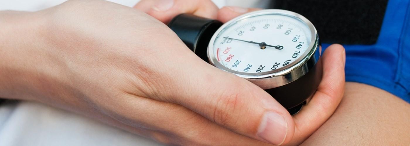masszázs a cervicothoracicus régió magas vérnyomásához milyen nyomástól tekinthető a hipertónia